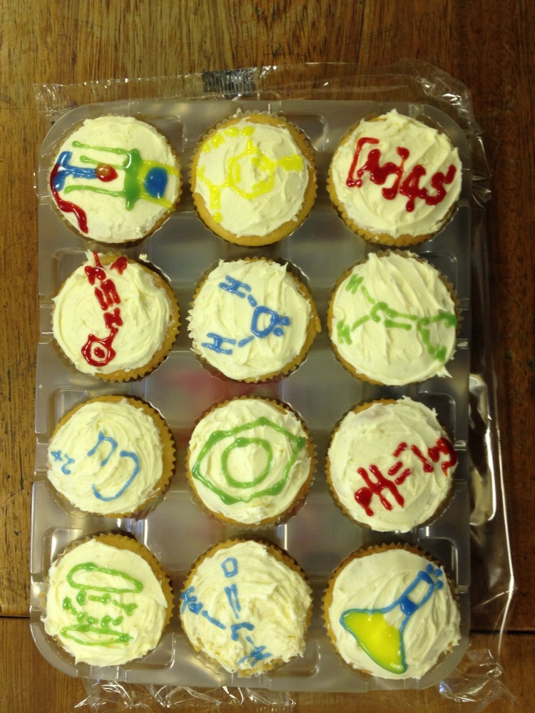 Clever Chemistry Cupcakes (1/3)