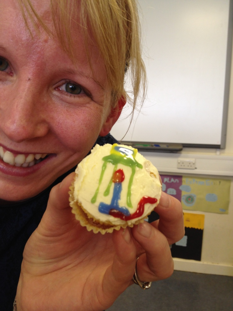 Clever Chemistry Cupcakes (3/3)